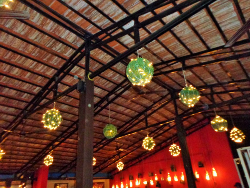 Lightening in Cafe